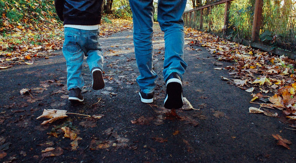 Tips To Keep Your Kids Safe As They Walk To School